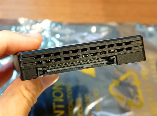 华为自研SSD硬盘首上架: 2.2GB/s速度35PBW写不死