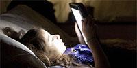 睡前玩手机的危害